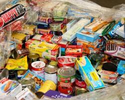 La Oliva tira 1.750 kilos de comida con gorgojos que iba destinada a las personas más necesitadas