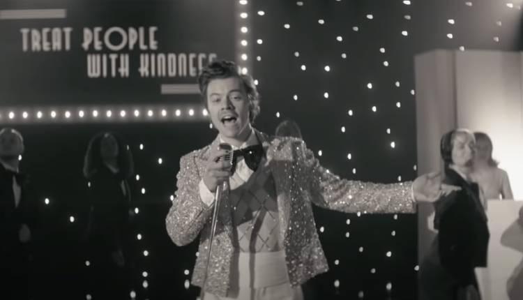 Harry Styles estrena el videoclip del tema «Treat People with Kindness»