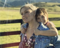 P!nk presenta el tema 'Cover Me In Sunshine' junto a su hija Willow