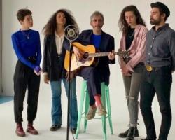 Xoel López lanza el videoclip del tema 'La espina de la flor en tu costado'