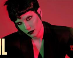 Halsey actuó con 'I am not a woman, I'm a god' y 'Darling' en SNL